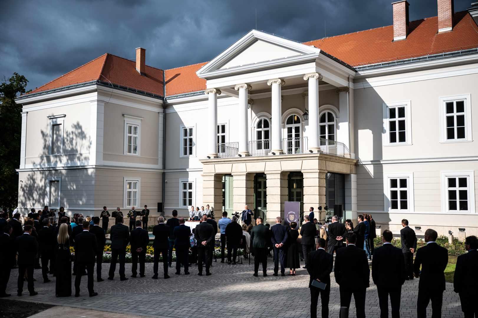 A Bodajki Vadászkastély kiállítása a vadászati kultúrának művészi kifejeződése