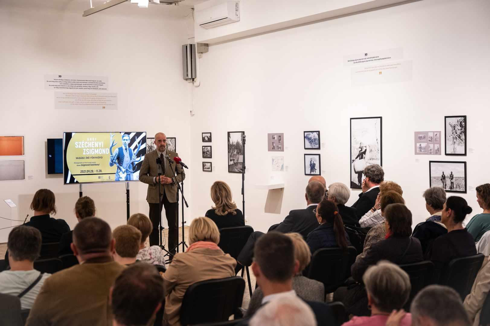 Exhibition of Zsigmond Széchenyi's photos opens in Capa Centre